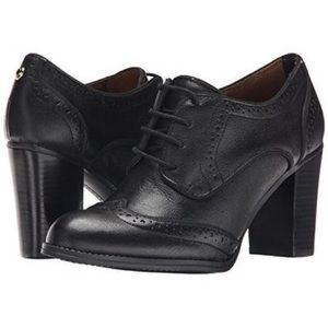 Black Leather Classic Oxford Pumps